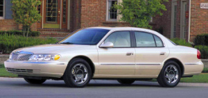2002 Lincoln Continental.jpg